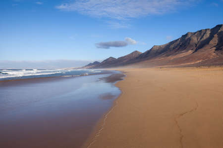 Beautiful tropical sand beach and ocean. Cofete, Fuerteventura, Canary Islands, Spain. Travel destination. Nature background 免版税图像