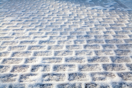 Correct geometric frost on a rectangular paving slab