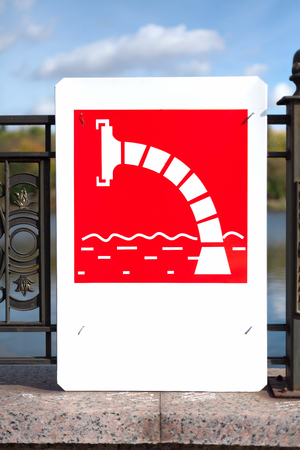 Vertical sign of water intake from a reservoir for fire trucks Archivio Fotografico