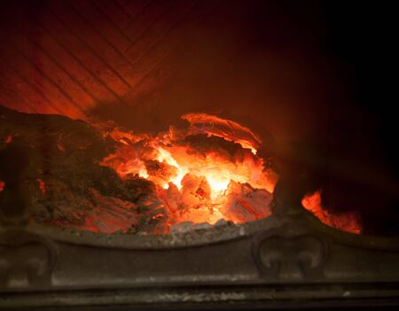 fire in the fireplace. Logs beautifully lit a bright flame in the furnace of the fire in a dark room Imagens