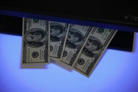 Verification of dollar bills using a close-up UV detector