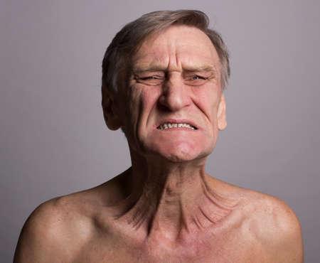 homme nu: Douleur