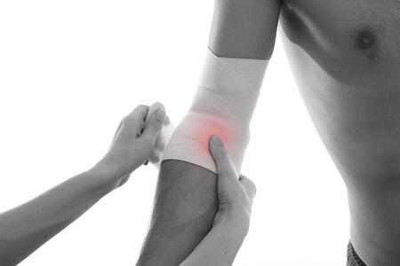 dolor de pecho: Concepto vendaje dolor aislado en el fondo blanco