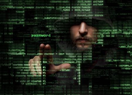 hacking: Silhouette di un hacker utilizza un comando sull'interfaccia utente grafica Archivio Fotografico
