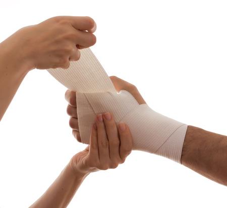 primeros auxilios: Concepto de dolor aislado en blanco