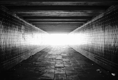 tunnel: Luz al final del t�nel Foto de archivo