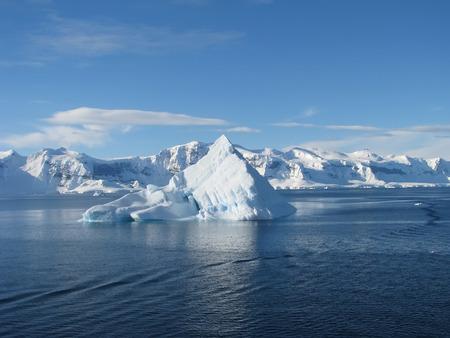 Antarctica landschap van de winter op bevroren dag