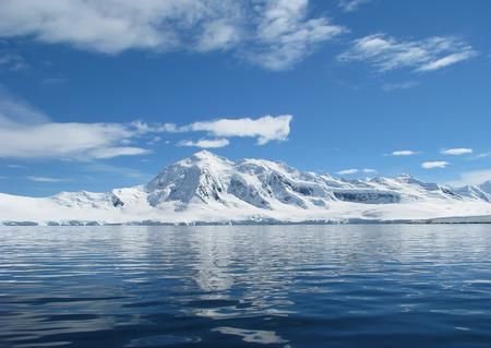 南極大陸の風景冬は凍結日