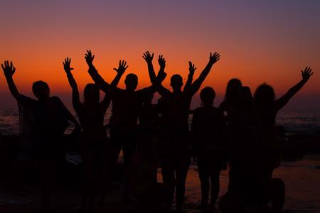 comunidad: manos para arriba Foto de archivo