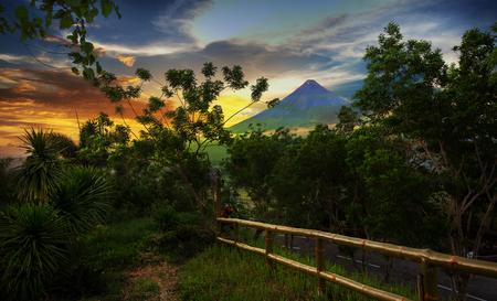 Mayon volcano at sunset time Imagens