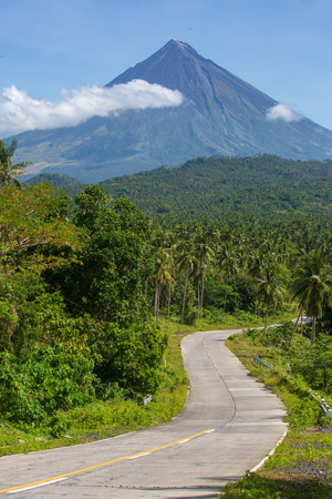Road way to Mayon volcano,Philippines Imagens