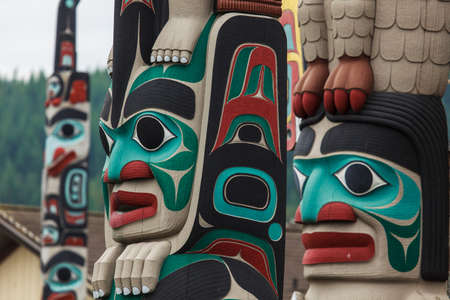 Poste de tótem por North American nativos indios Foto de archivo