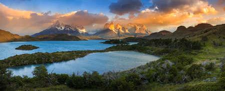 Amérique du Sud, Chili, Magallanes Region, Parc National de Torres del Paine, Lago Pehoe - paysage panoramique.