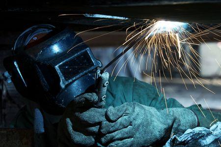 a welder working at shipyard during day 版權商用圖片