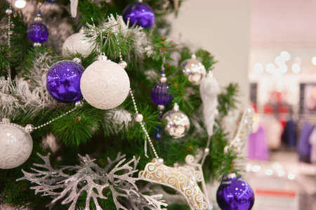 christmas tree purple: Decorated with balloons Christmas tree in a supermarket. Horizontal. Stock Photo