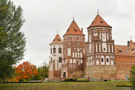 Medieval Mirsky Castle Complex. Autumn. Belarus. Banco de Imagens