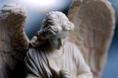 christian angel: Bisque estatua del Angel  Foto de archivo