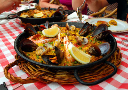 barcelona spain: Spanish paella pan