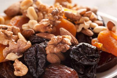 Mischung von Trockenfrüchten mit Makroschuß der nuts Nahaufnahme, selektiver Fokus