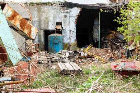 Vieux bâtiment industriel abandonné et ruiné