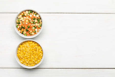 Different beans in bowls on a white wooden table, top view 写真素材 - 126219785
