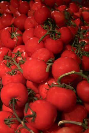 to interfere: Tomatoes big red with green stems