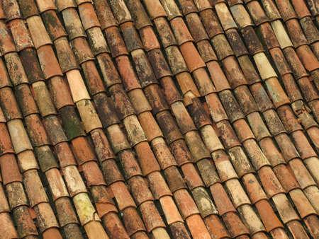 Azulejos de techo rojo viejos de España  Foto de archivo