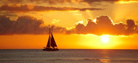 와이키키, 호놀룰루, 하와이에서 일몰의 사진