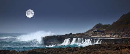 granola: Una foto de las olas la luna silvestres - Oahu, Hawai