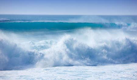 Ein Foto von großen Wellen - Oahu, Hawaii Standard-Bild