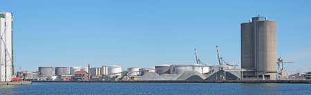 Una foto de una industria de puerto industrial Foto de archivo - 14637097