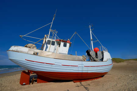 meer: A photo of a small fishing boat