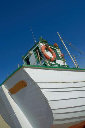 fischerei: Ein Foto von einem kleinen Fischerboot Lizenzfreie Bilder