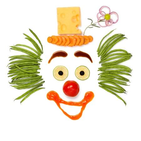 caras chistosas: Haga su pensamiento hecho - Un payaso tipo de verduras y queso. Foto de archivo