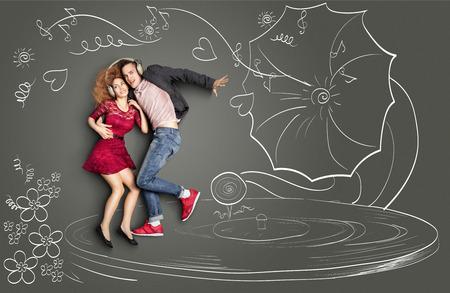 oir: San Valent�n amor feliz concepto historia de una pareja rom�ntica que comparten los auriculares, escuchando la m�sica y el baile en un gram�fono, en contra de dibujos de tiza de fondo. Foto de archivo