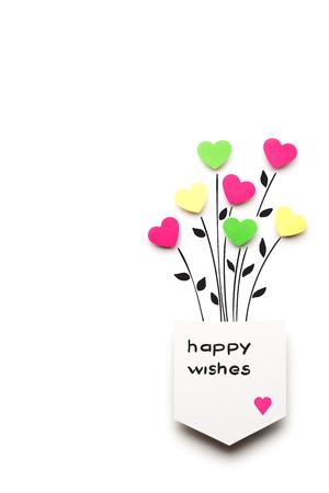 Creatieve valentines concept foto van een harten gemaakt van papier in een zak op witte achtergrond.