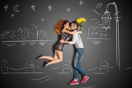 幸せなバレンタイン デートをチョーク図面背景に岸壁に提灯の下、ロマンチックなカップルの物語のコンセプトが大好きです。