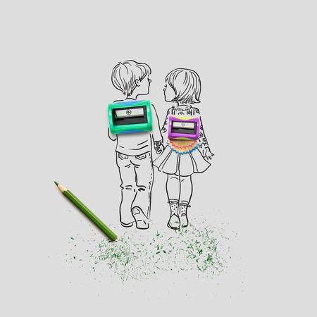 Kreatives Konzept Foto von zwei Anspitzer und einem Bleistift mit illustriert Schüler die Hände auf grauem Hintergrund. Standard-Bild - 77061385