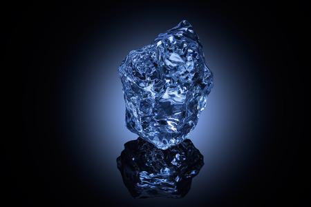 Een professioneel vormdeel ijs op reflecterend oppervlak.
