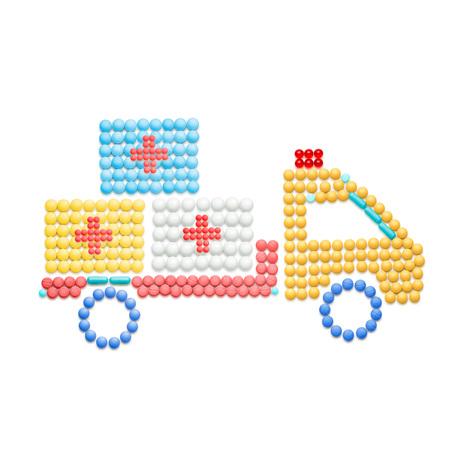 創造的な薬と、薬のヘルスケアの概念トラック、白で隔離して薬と薬配信。