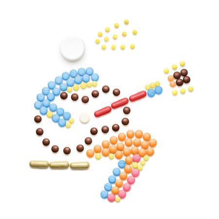 創造的な健康の概念は、薬や錠剤は、白で隔離から成っています。人は、くしゃみをすれば、ギターを弾きながら病気を広げます。 写真素材