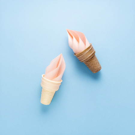 Creative concept photo of ice cream cone and splash made of paper on blue background. Banque d'images - 110125136