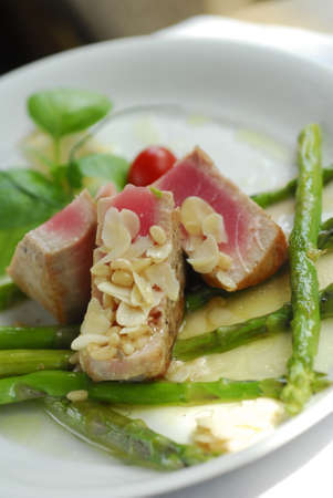grilled tuna with asparagus and almonds