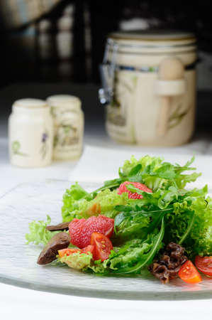 Salad with grapefruit and chicken liver