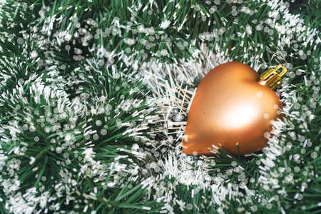 colour in: Los juguetes de Navidad de color oro en oropel