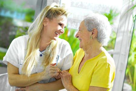 aide a domicile: personnels m�dicaux avec senior