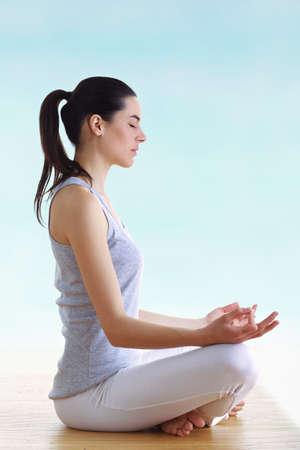 hand position: ni�a Morena haciendo yoga