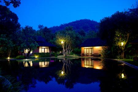 아름다운 열대 리조트 건축 조명
