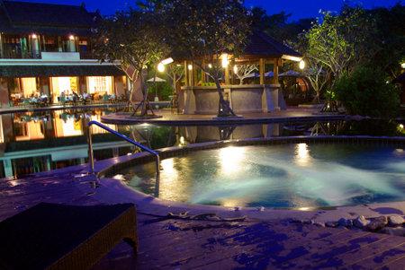 iluminacion: iluminación hermosa arquitectura tropical con jaguzzi