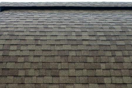 asfalt dak met gebogen structuur dakbedekking Stockfoto